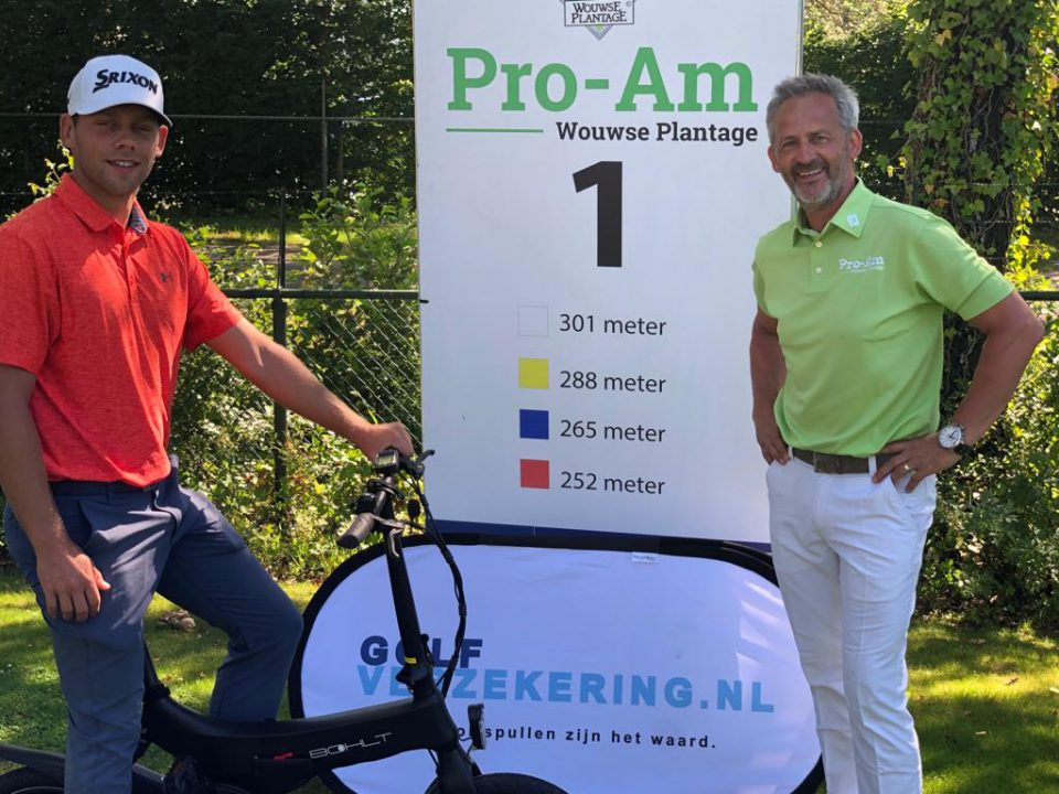 Rowin Caron slaat hole in one op hole 16 op de Wouwse Plantage.